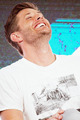 Jensen Ackles laugh - jensen-ackles photo