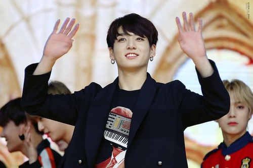 ЧонГук (BTS) Обои possibly with a bearskin called Jeon Jungkook | HQ фото ♥