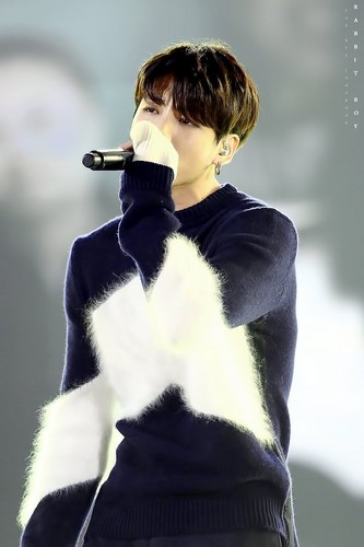 Jungkook (BTS) پیپر وال probably containing an outerwear called Jeon Jungkook | HQ تصویر ♥