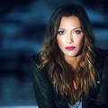 Katie Cassidy profil Background Image