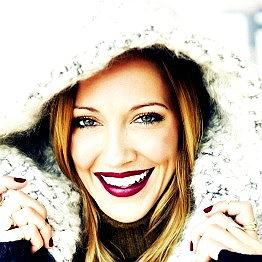 Katie Cassidy Profil Background Image