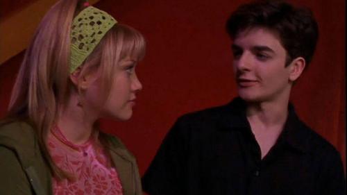 Lizzie McGuire fondo de pantalla entitled Larry talking to Lizzie