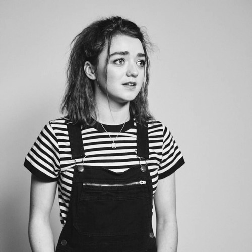 atrizes wallpaper possibly with hosiery, tights, and a playsuit, macacão titled Maisie Williams