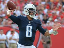 NFL 壁紙 possibly containing a punter, a tailback, and a ラインマン, 線虫 called Marcus Mariota