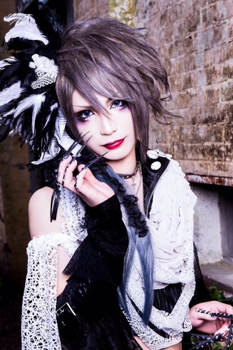 Rides in ReVellion Обои possibly with a мех пальто titled Nagisa