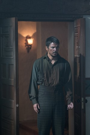 "Penny Dreadful ""This World Is Our Hell"" (3x05) promotional picture"