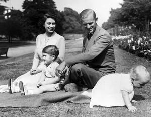 Prince Phillip কুইন Elizabeth Prince Charles and Princess Anne