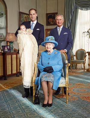 কুইন Elizabeth II Prince Charles Prince William and Prince George