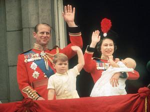 কুইন Elizabeth II Prince Phillip Prince Andrew and Prince Edward