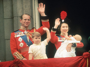 क्वीन Elizabeth II Prince Phillip Prince Andrew and Prince Edward