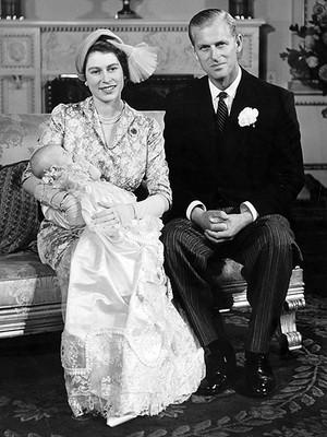 কুইন Elizabeth II Prince Phillip and Princess Anne