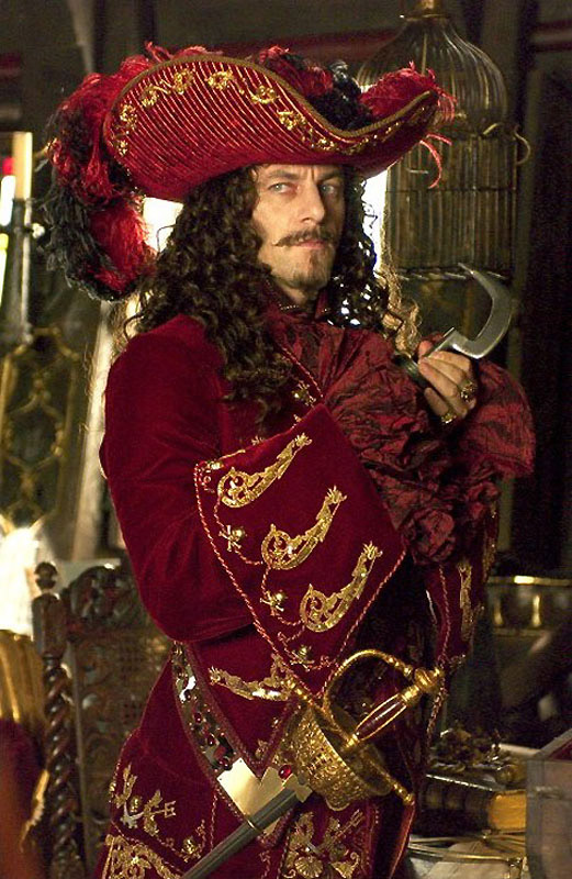 Healing knowledge for a pirate crew ♡ Capitán Greenclaw Ravishing-in-red-captain-james-hook-jason-isaacs-39688066-521-800