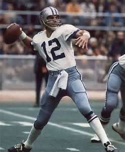 NFL 壁紙 possibly with a punter, a lineman, and a テイルバック, テールバック, 渋滞 titled Roger Staubach