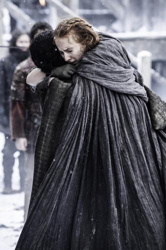 Sansa Stark Hintergrund with a cloak, a capote, and an opera mantel titled Sansa Stark and Jon Snow