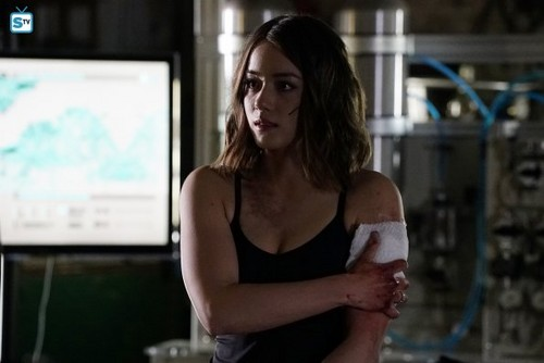 """Skye (Agents Of S.H.I.E.L.D) 바탕화면 with a portrait titled Skye in """"Failed Experiments"""""""