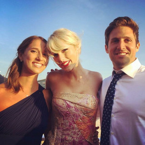 Taylor cepat, swift at a fan's wedding