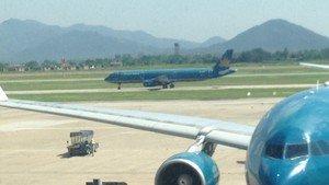 Vietnam Airlines aérobus, airbus A330 and A321 at NIA