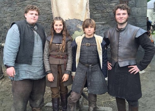गेम ऑफ थ्रोन्स वॉलपेपर possibly with a green beret, a street, वर्दी, थैली, and बांधे titled Young Hodor, Young Lyanna, Young Ned Stark and Young(ish) Ser Rodrik