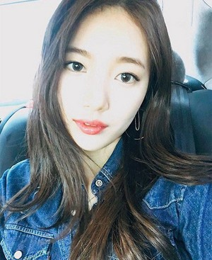 miss A's Suzy rocks double denim for 'Alba Heaven'