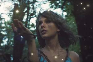 taylor rápido, swift out of the woods video dec 2015 billboard 650