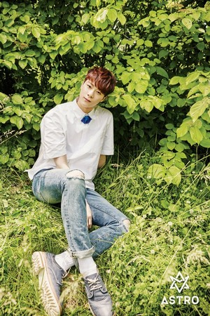 ASTRO SUMMER VIBES - Moonbin