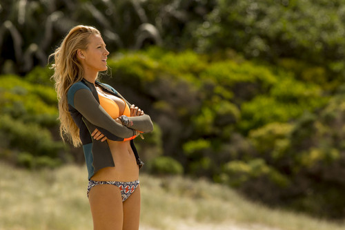 The Shallows वॉलपेपर probably containing a bikini titled Blake Lively