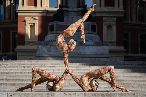 Contortion fondo de pantalla entitled Cirque du soleil kooza contortionists