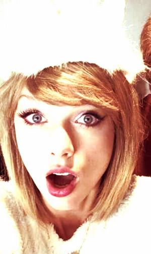 Cute Taylor Swift's selfie