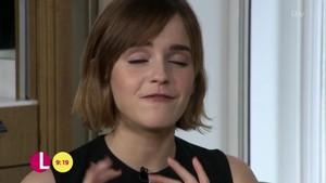 Emma Watson on Lorraine tampil