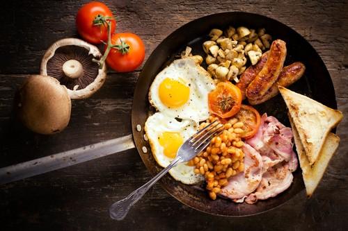 খাবার দেওয়ালপত্র probably containing a tamale, a barbecue, and a ফলমূল সালাদ titled Full English Breakfast