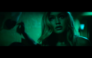 Gigi in Calvin Harris' How Deep Is Your l'amour musique Video