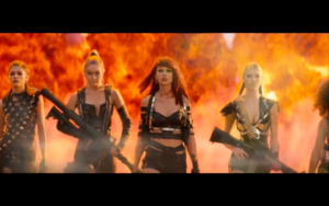 Gigi in Taylor Swift's Bad Blood 音楽 Video