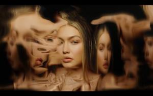 Gigi in Zayn's Pillowtalk 음악 Video