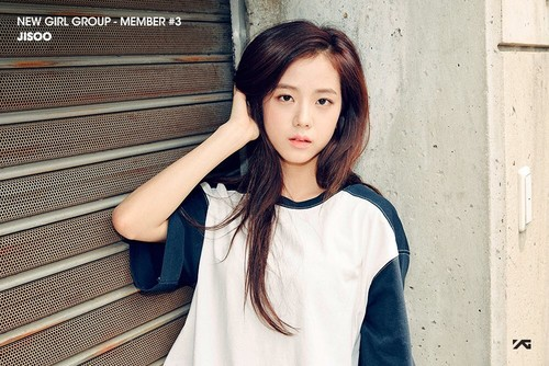 Black ピンク 壁紙 possibly with an outerwear, a top, and a バスローブ called BLACK ピンク | Member #3 - Jisoo