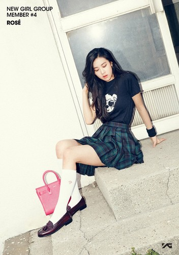Black 粉, 粉色 壁纸 with an outerwear and a hip boot titled BLACK 粉, 粉色 | Member #4 - ROSÉ