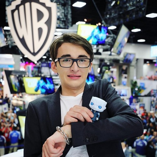 Game of Thrones wallpaper possibly containing a street called Isaac Hempstead-Wright @ Comic-Con 2016