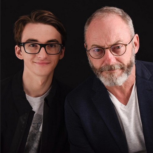 Game of Thrones karatasi la kupamba ukuta possibly containing a business suit and a suit entitled Isaac Hempstead-Wright and Liam Cunningham
