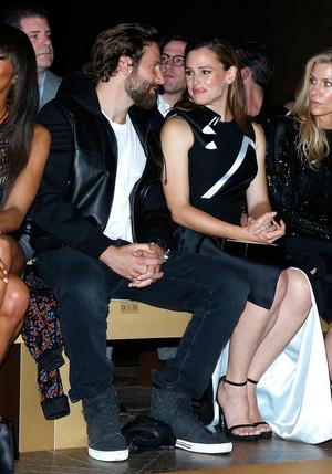 Jennifer Garner and Bradley Cooper(2016)