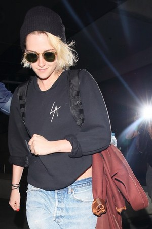 Kristen Arriving At LAX (June 26, 2016)
