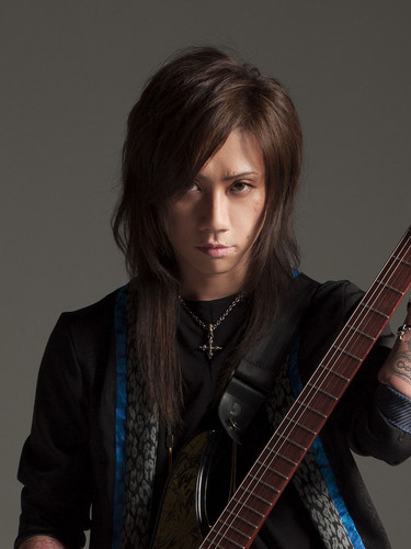 Wagakki Band achtergrond possibly with a guitarist called Machiya
