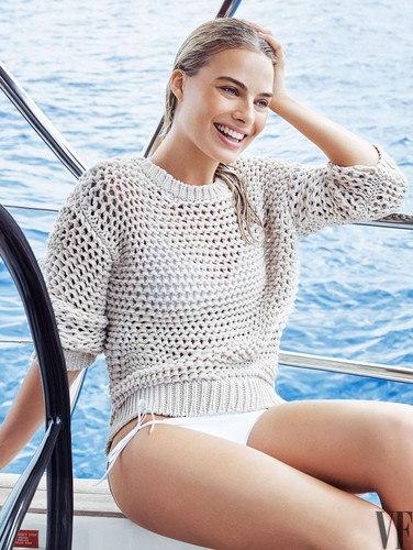Margot Robbie kertas dinding probably containing a maillot called Margot Robbie - Vanity Fair Photoshoot - August 2016