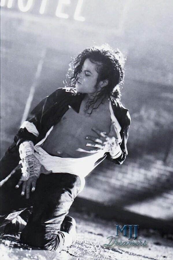 Michael In Black au White