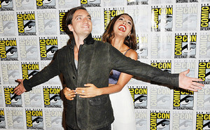 Richard Harmon and Lindsey モーガン, モルガン at the media panel for The 100