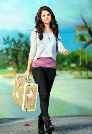 Selena Gomez Dream Out Loud Fashion