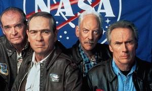 el espacio Cowboys 2000 (Frank Corvin) w/Tommy Lee Jones, Donald Sutherland,
