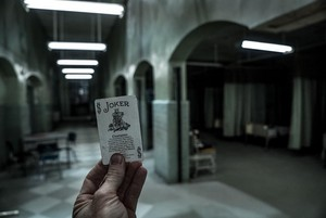 Suicide Squad - Behind the Scenes foto's door Clay Enos - Joker Card