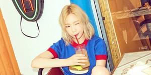 Taeyeon teaser larawan for ''Why''