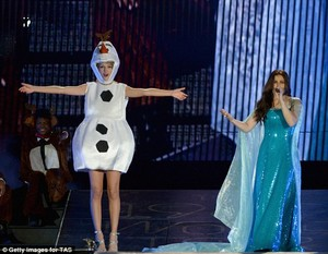 Taylor Olaf snel, swift with Demi Lavato XD