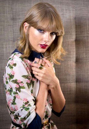 Taylor rápido, swift Photoshoot for The Sunday Times 2014 07 662x964