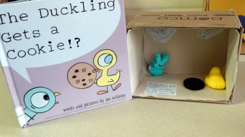 marshmallow Peeps karatasi la kupamba ukuta possibly with a packing box entitled The duckling Gets A Cookie